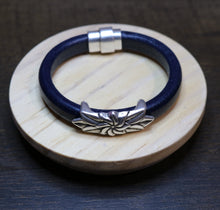 Load image into Gallery viewer, Embracing Bracelet