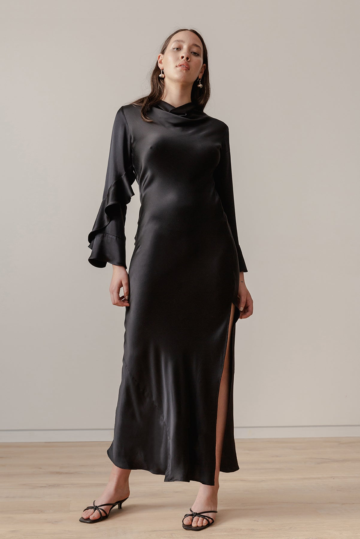 Oyster Gown - Black