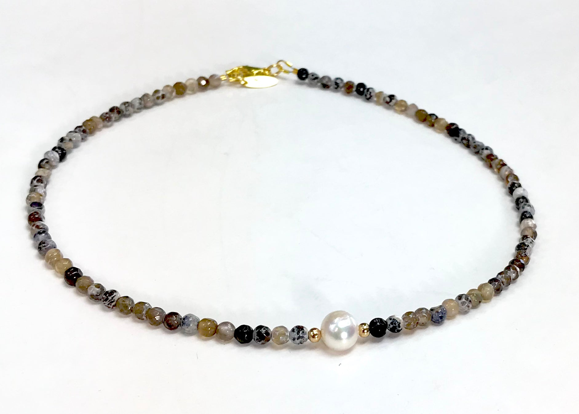 <b> Semiprecious Stones Necklace</b><Choker>/<i>Nlov Designs</i>