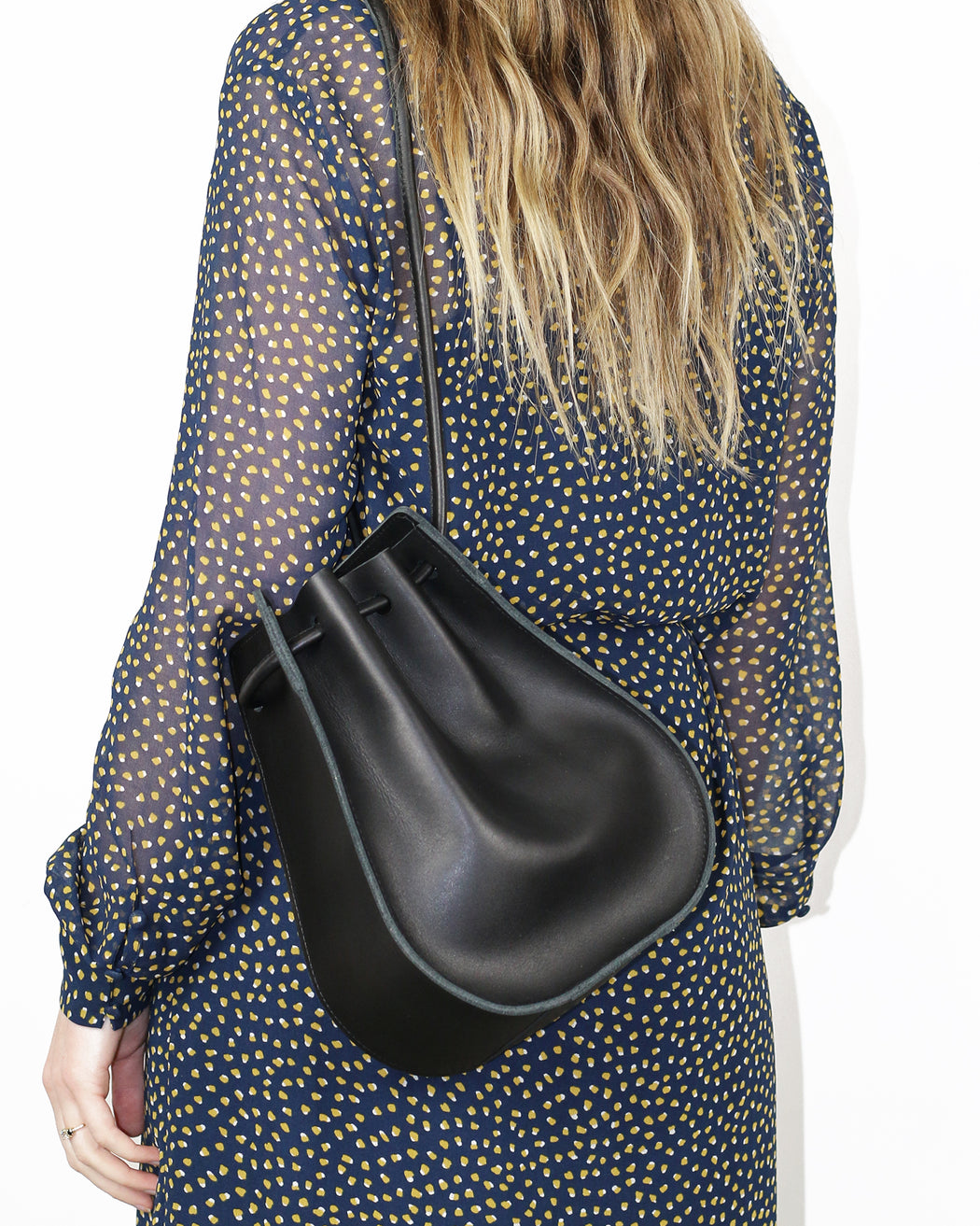 ARE:Camber Shoulder Bag – Black,ANOMIE