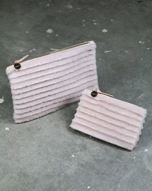 Clare V.:Flat Clutch – Blush Hair-On,ANOMIE