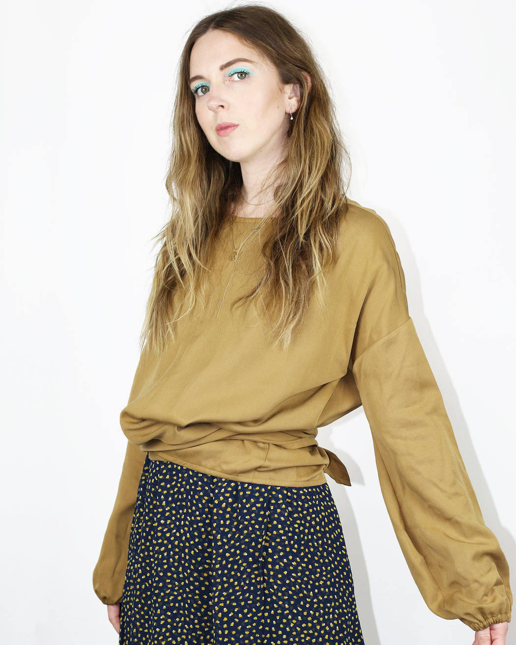 Hackwith Design House:Balloon Sleeve Crew Bow Top – Camel,ANOMIE