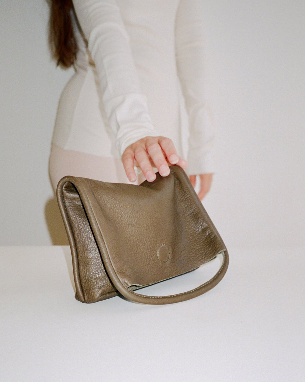 ARE:Mano Clutch – Olive,ANOMIE