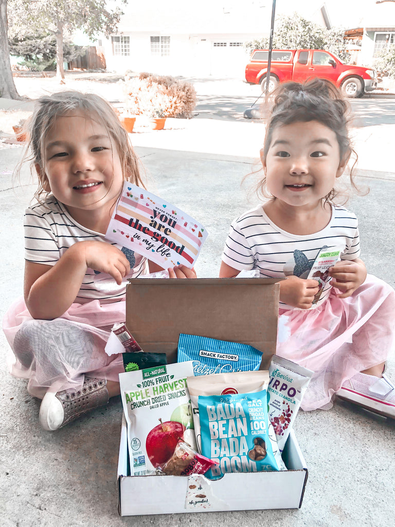 The Mom on the Go snack box is a snack box specifically designed for the busy mom. Filled with better for you snacks that won't make too much of a mess these snack boxes are designed to keep you fueled throughout your busy day.