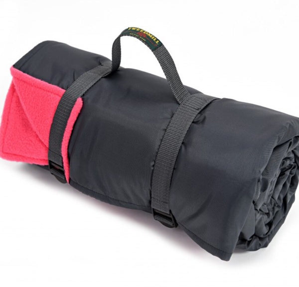 Fleece Rug Roll with Webbing Straps (pink)