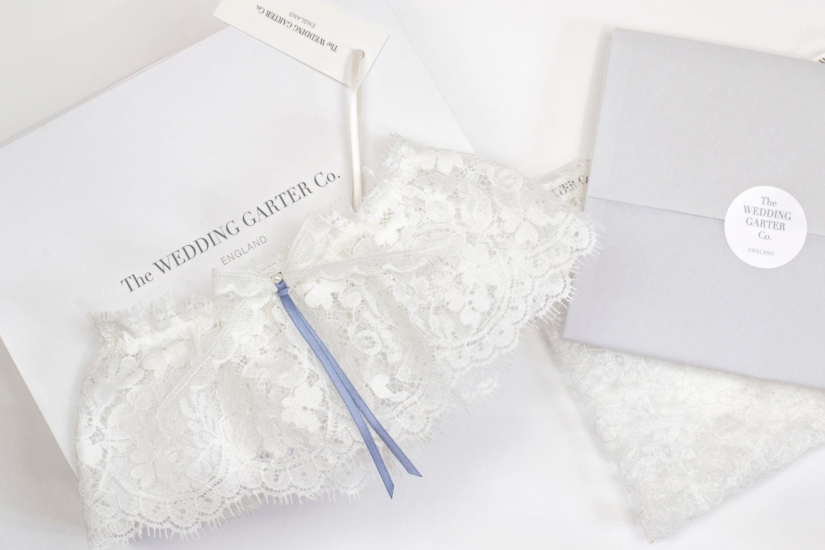 traditional ivory lace wedding garter