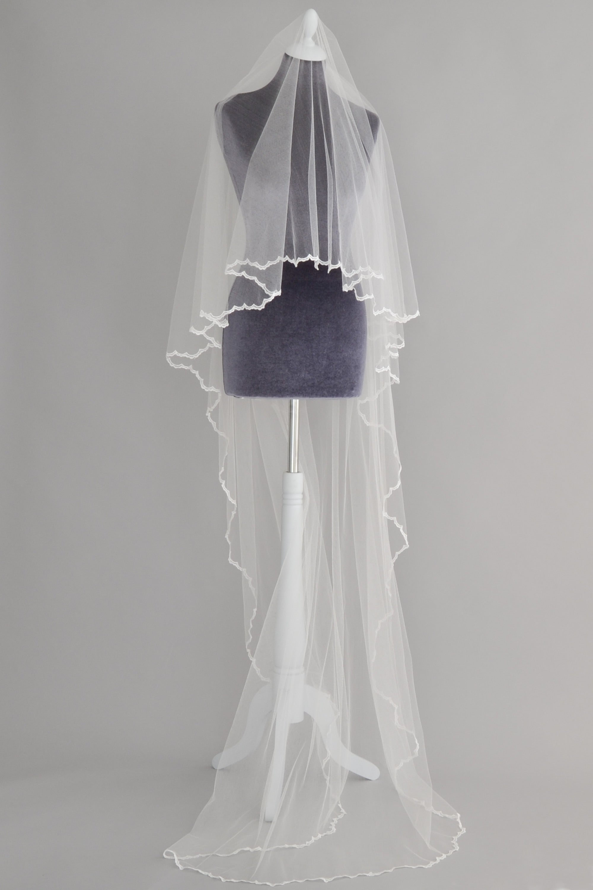 crisp silk drop veil with delicate lace edge