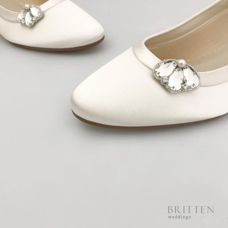 Crystal Wedding Shoe Clips| Britten Weddings Blog | What are Bridal Shoe Clips