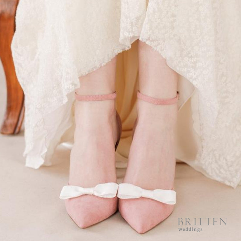 Ivory bow wedding shoe clips - 'Dora' | Britten Weddings