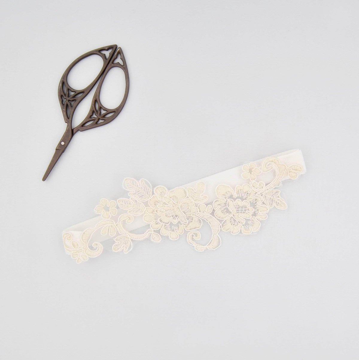 Wedding Garter Super sleek lace motif wedding garter - 'Bella'