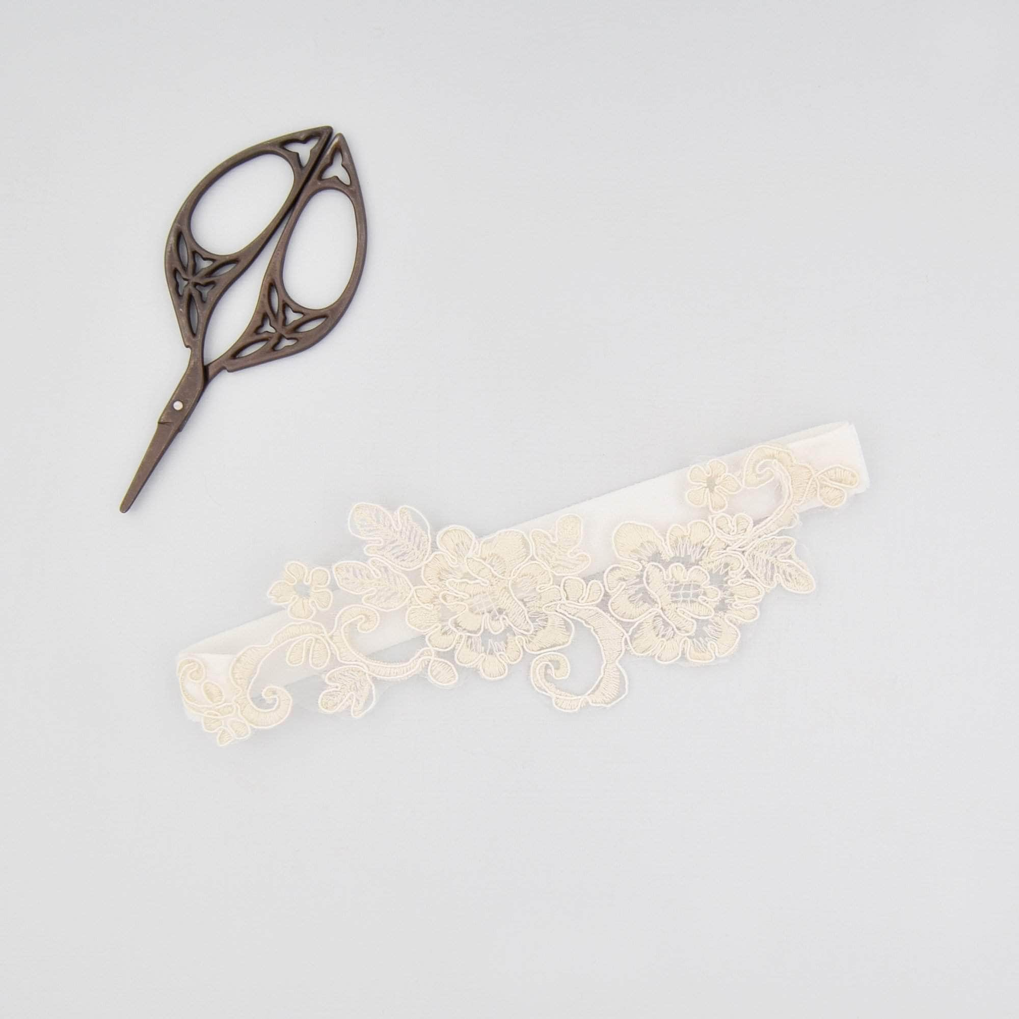 pale champagne lace motif wedding garter