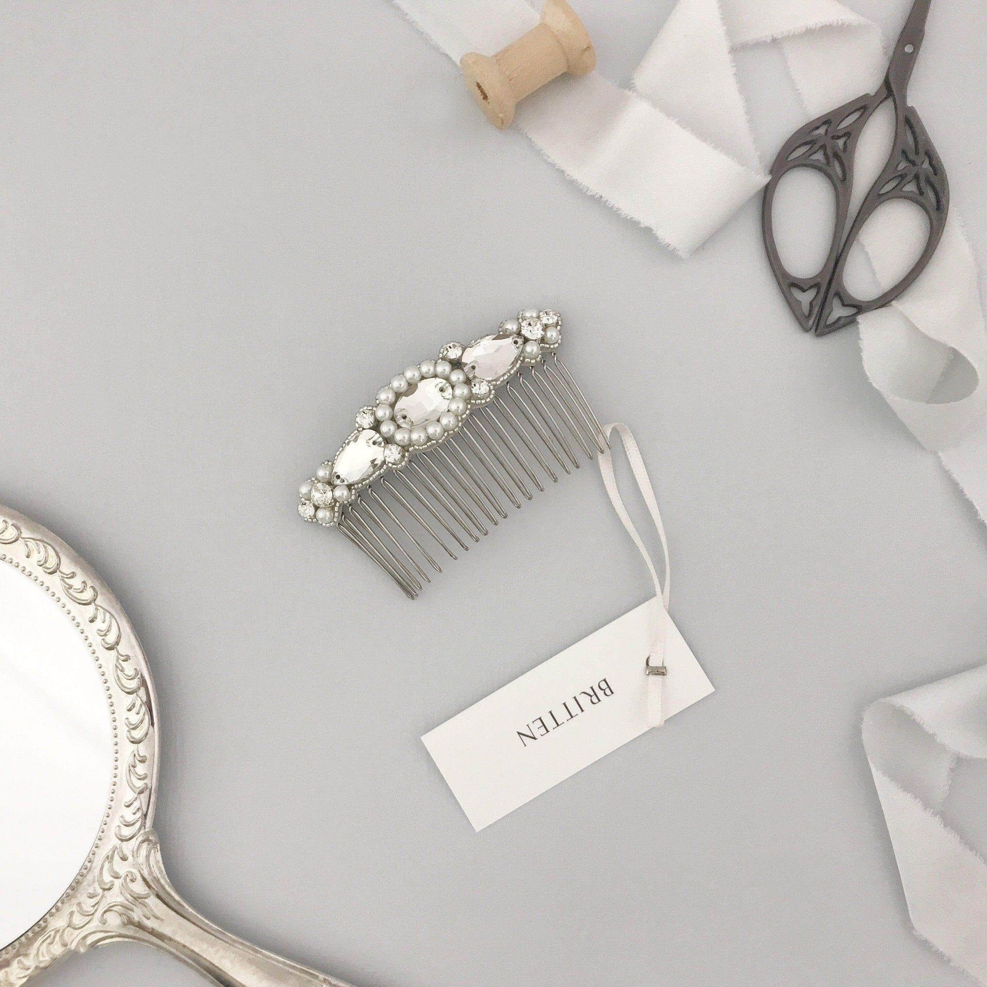 Wedding Haircomb Silver Wedding hair comb with a sparkling arrangement of pearls and crystals in silver - 'Nåim'