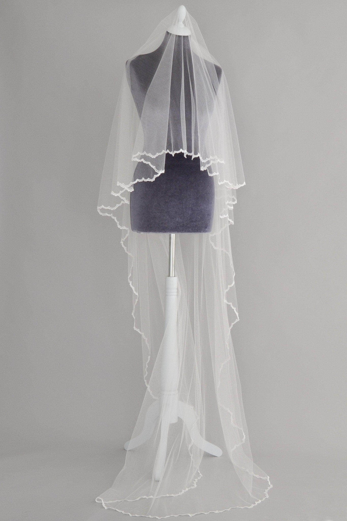 drop wedding veil with delicate lace edge