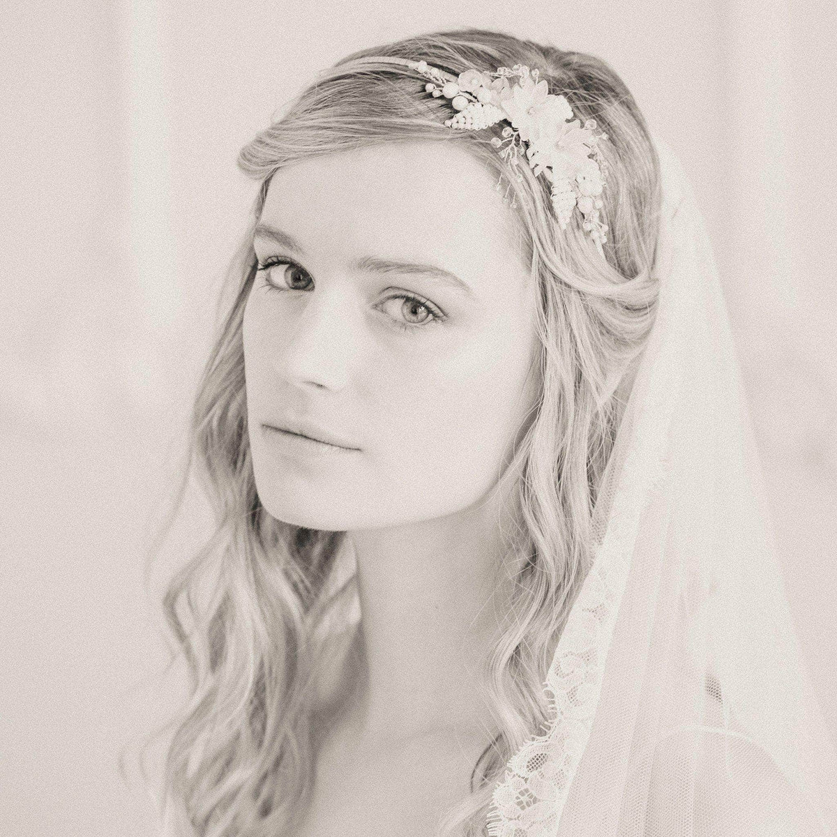 Flower and leaf botanical wedding headband 'Rani'