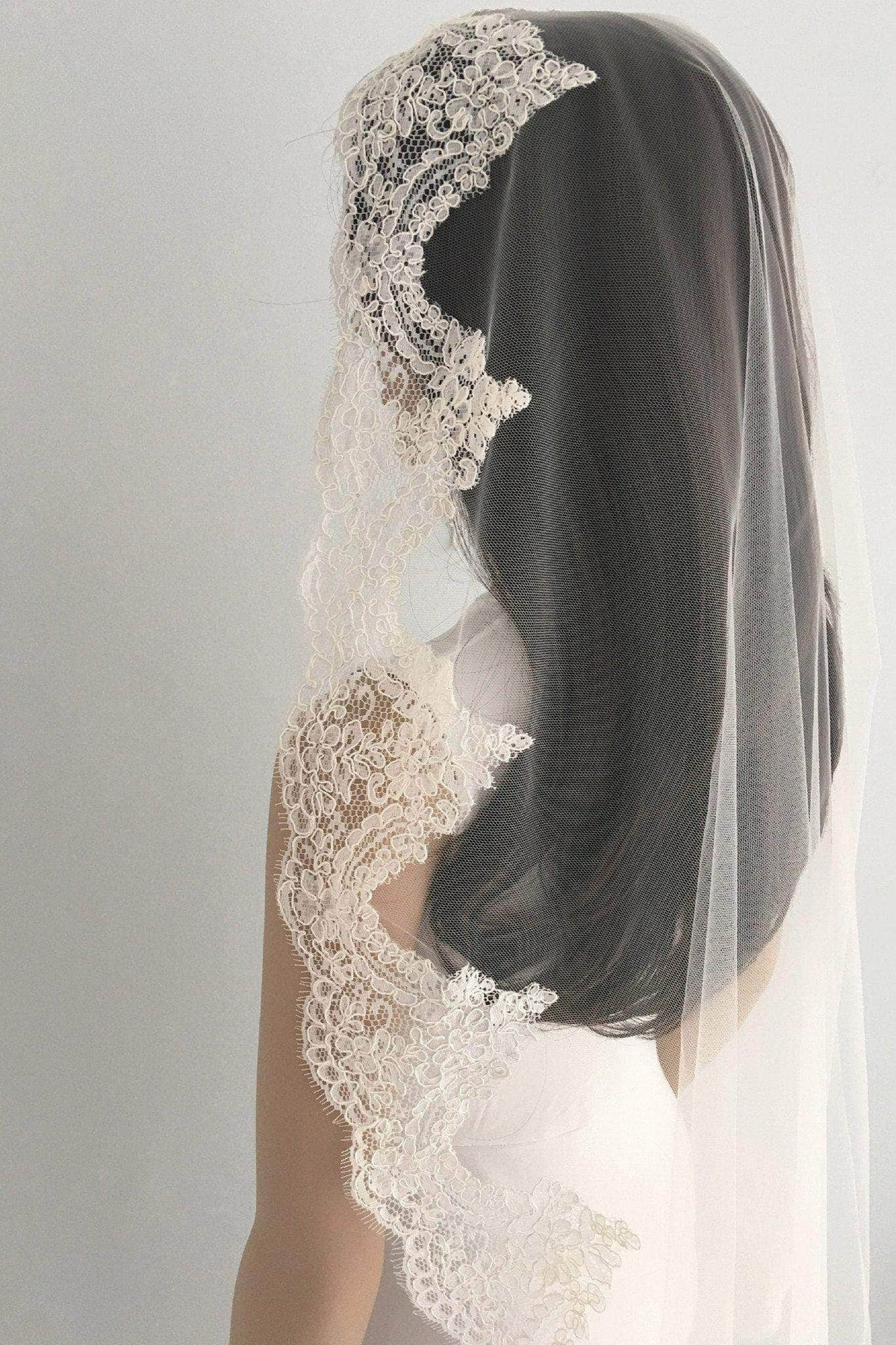 mantilla wedding veil lace edge