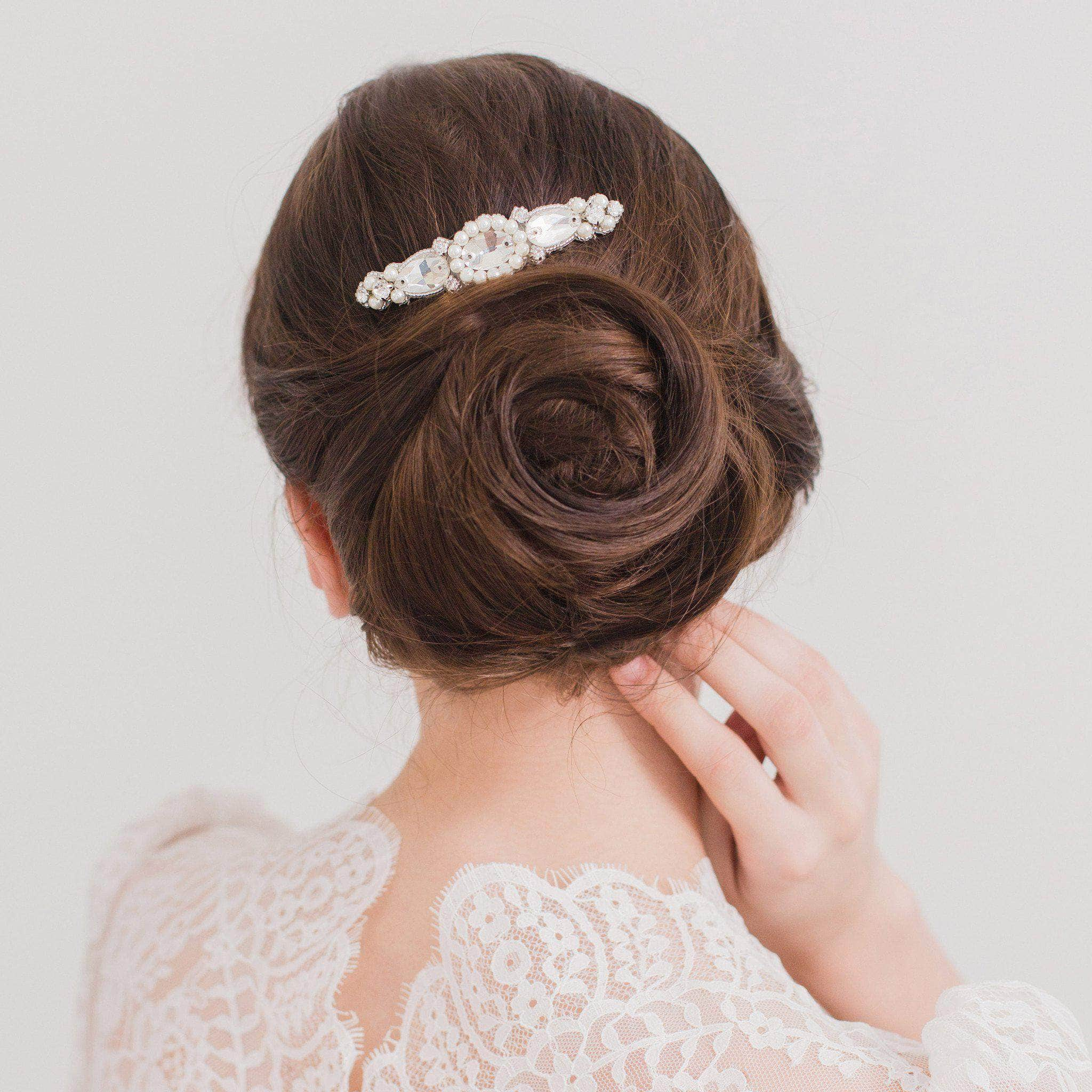 Wedding hair comb with a sparkling arrangement of pearls and crystals in silver - 'Nåim' | Britten Weddings