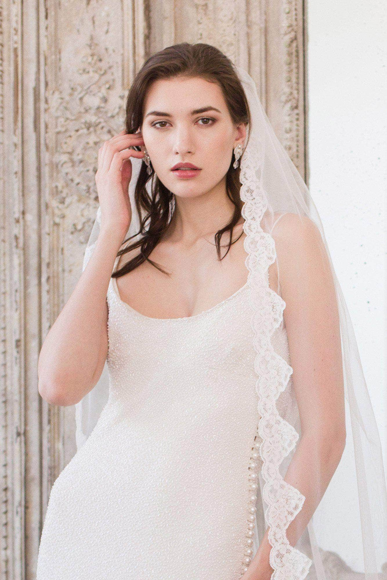 Lace edge wedding veil single tier