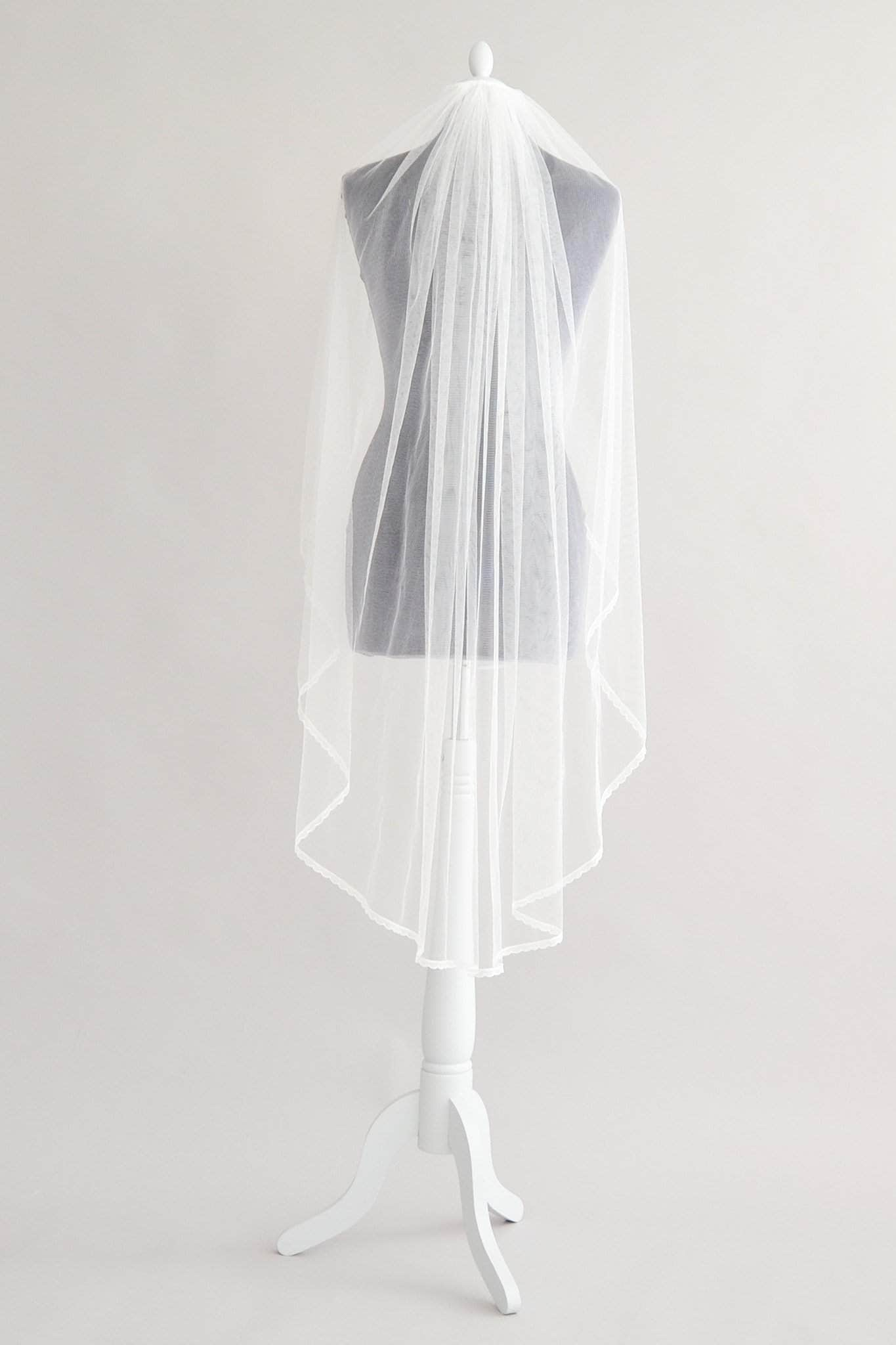 delicate lace edge silk style tulle wedding veil