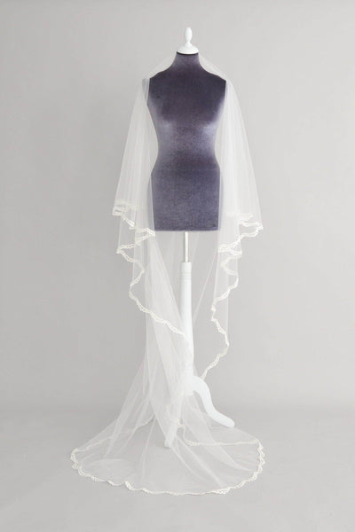 delicate lace two tier wedding veil