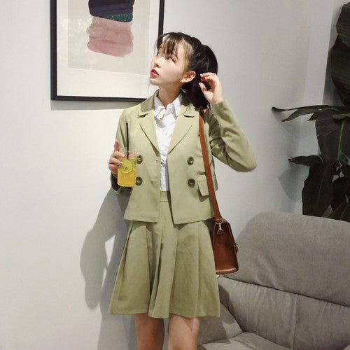 [outwear] New Korean style chic fresh coat + simple pleated skirt 2-piece set