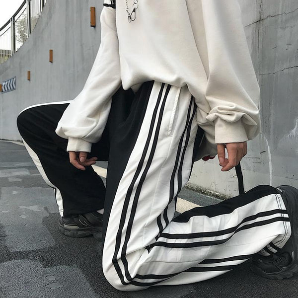 BLACK AND WHITE 90s AESTHETIC SIDE LINES LOOSE PANTS