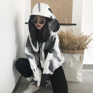 BLACK AND WHITE ANIMAL PATTERN HOODED LOOSE JACKET
