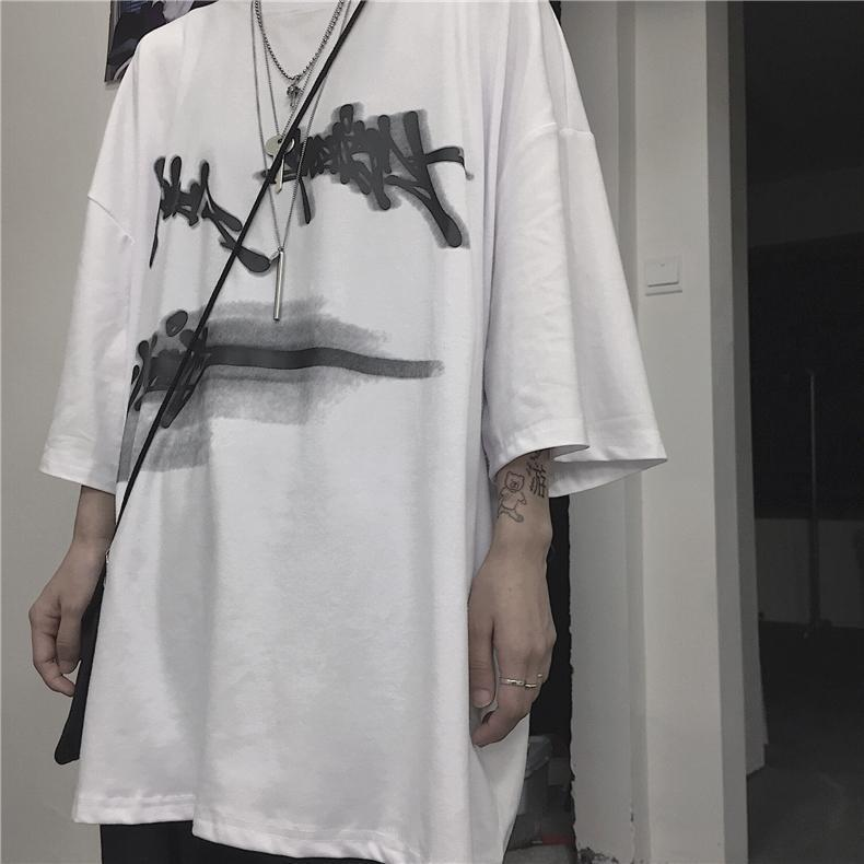 BLACK AND WHITE GRAFFITI PRINTED OVERSIZED T-SHIRT