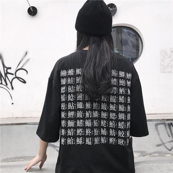 BLACK BACK CHINESE SIGNS GRUNGE PRINT T-SHIRT