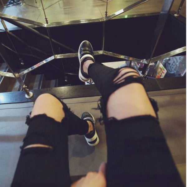 BLACK RIPPED KNEE HOLES JEANS