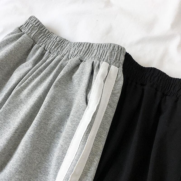 GRAY BLACK SIDE LINES LOOSE SPORTISH COMFY PANTS