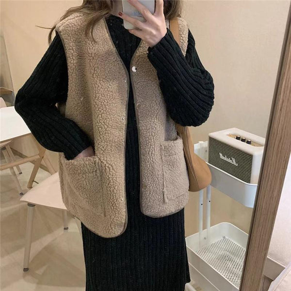 LAMB FAUX FUR V NECK SLEEVELESS VEST