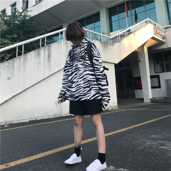 ZEBRA BLACK AND WHITE STRIPES LOOSE HOODED SWEATSHIRT