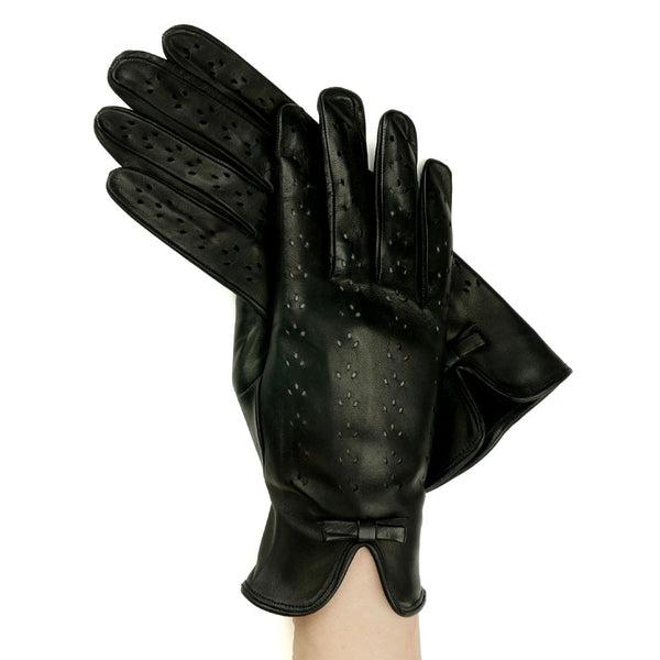 Black Leather Gloves With Lily-Shaped Perforations, Unlined - Solo Classe