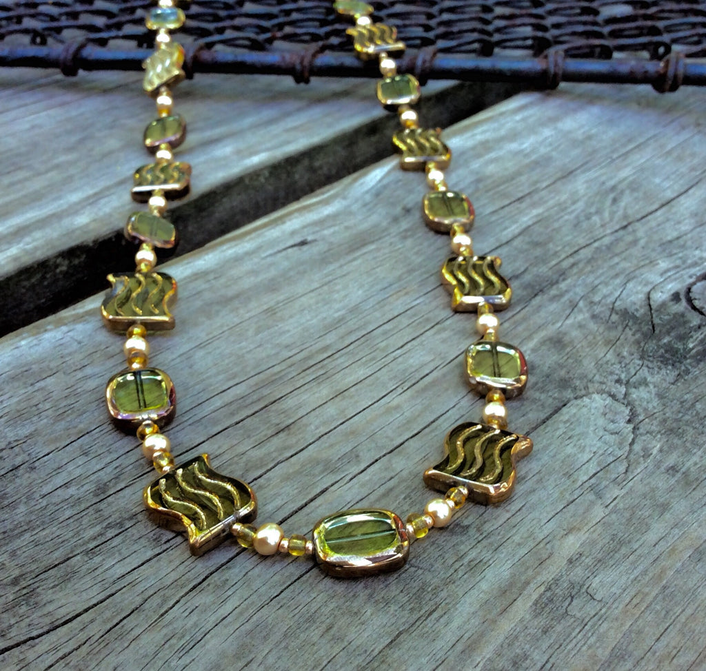Green Table-cut Wave Glass Necklace