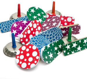 Assorted colour metal noisemakers, 1 per package