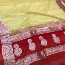 Load image into Gallery viewer, Banarasi Khaddi Saree In Cream And Red