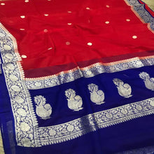 Load image into Gallery viewer, Banarasi Khaddi Saree In Red And Blue