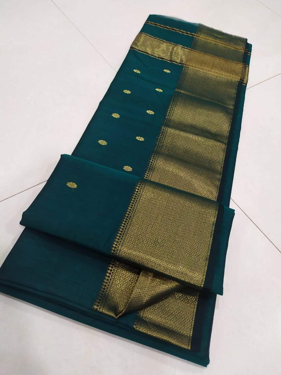 Traditional Maheshwari Sarees In Bottlegreen,Maheshwari Sarees Manufacturer
