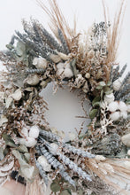 Load image into Gallery viewer, Frost Wreath