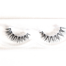 Load image into Gallery viewer, Lightweight Daily Lashes - STRIKING