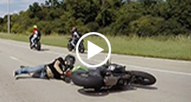 MOTORCYCLE RIDER FLIPS WHEELIE ON CHICAGO HIGHWAY!!!