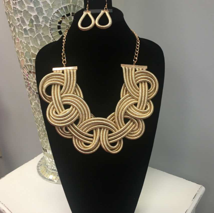 Twisted Collar Set