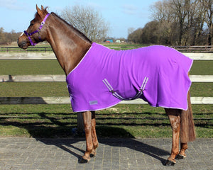 QHP Fleece Rug with cross surcingles