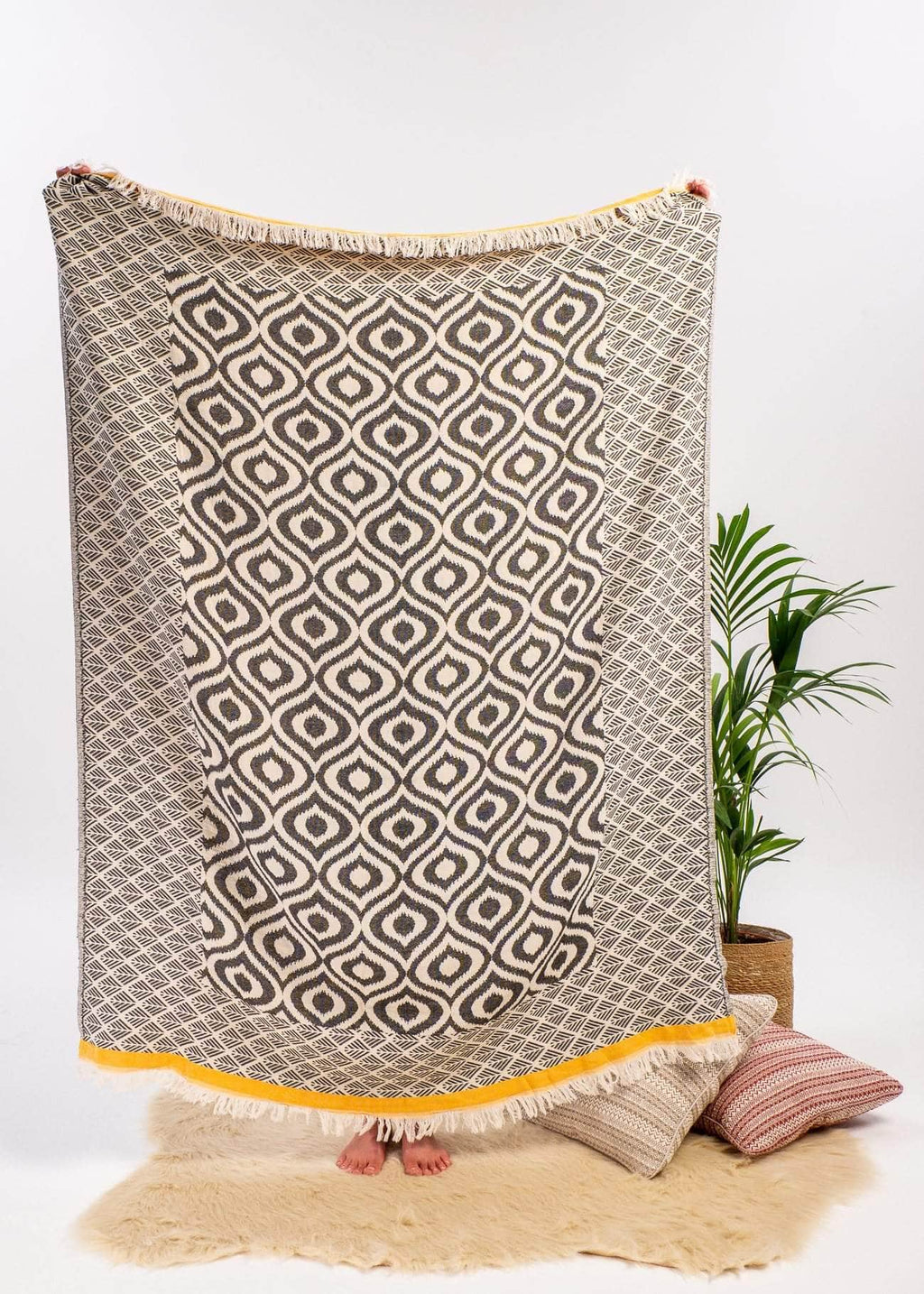 Zesty Throw Blanket - Bezzazan