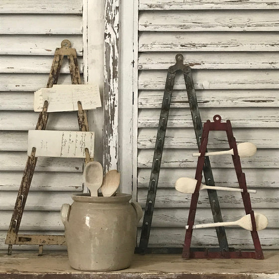 Wall hanging racks