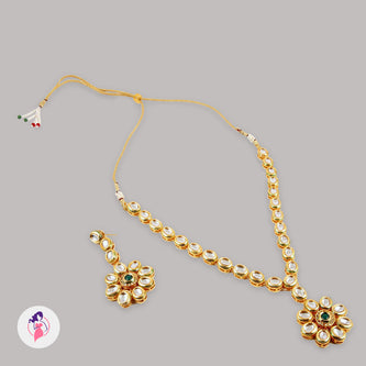 Delicate Traditional Kundan Necklace Set