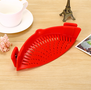 Kitchen Clip-On Pot Strainer - Red