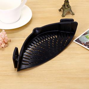 Kitchen Clip-On Pot Strainer - Black