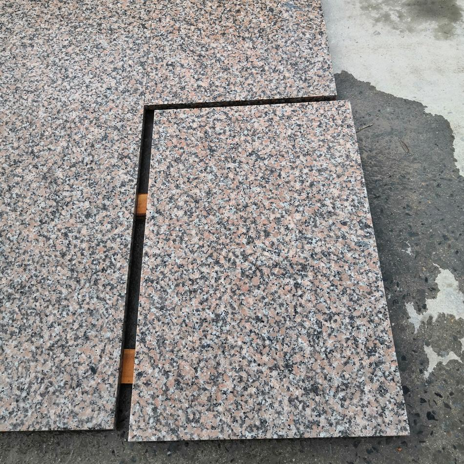 flamed red granite paving 900x600