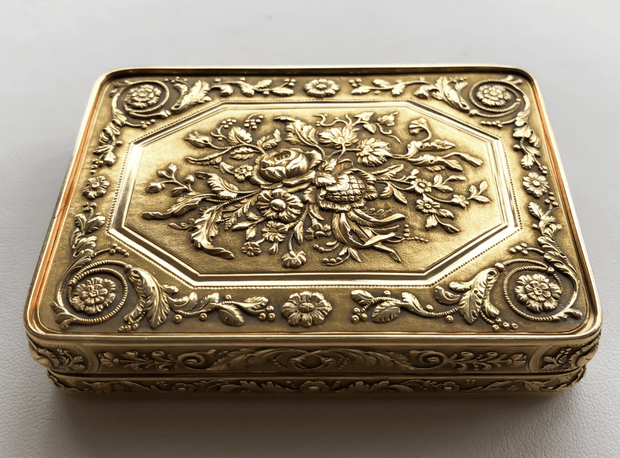 Mark Areias Jewelers Jewellery & Watches 1820s 18 Karat Tri-Color Russian Snuff Box